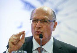 Alckmin rebate Bolsonaro: 'Covardia é desrespeitar mulheres e negros'