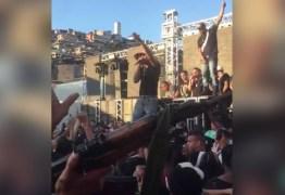 VEJA VÍDEO: MPE investiga vídeo que mostra candidato cantando ao lado de homens armados