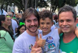 Durante passeata em João Pessoa, Pedro defende urgência na reforma da máquina pública