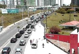 Bloqueio na Av. Beira Rio deixa trânsito lento no acesso ao Altiplano