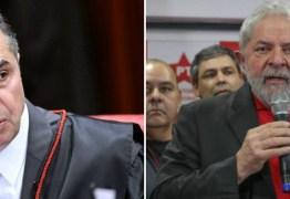 CONFRONTANDO A ONU: site acusa Globo de publicar editorial comemorando voto de Barroso sobre candidatura de Lula