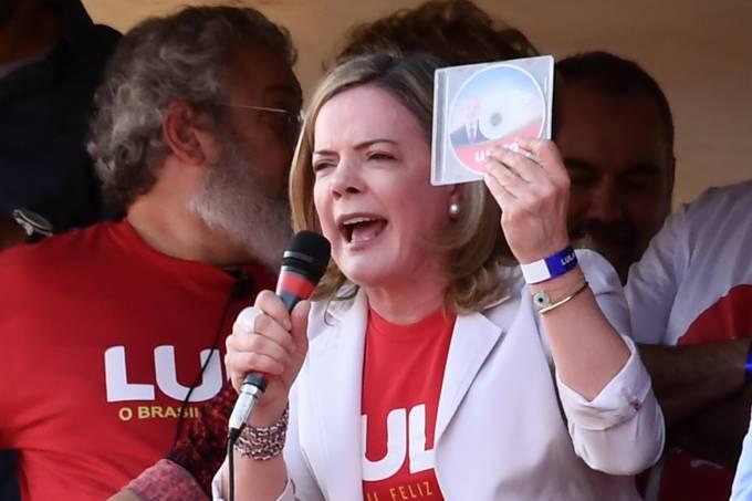 brasil protesto candidatura lula brasilia 20180815 0007 - PT fala em 'violência' contra Lula e diz que vai continuar recorrendo - NOTA