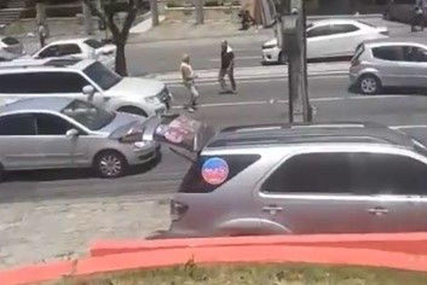 briga transito ruy carneiro joao pessoa foto - BRIGAS NO TRÂNSITO: Motoristas param carros e brigam na Avenida Ruy Carneiro, em João Pessoa - VEJA VÍDEO!