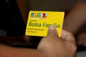 cartao bolsa familia 300x200 - Ministério alerta para fraude via WhatsApp sobre 13° do Bolsa Família