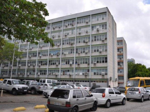 centroadministrativojaguaribe 300x225 - Diário Oficial: Governo do Estado ameaça bloquear salários de 108 servidores