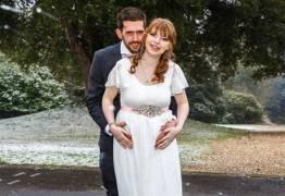 Noiva grávida e noivo capotam carro enquanto iam ao casamento para se casar