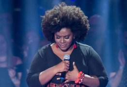 THE VOICE: cantora esquece letra e técnicos ajudam