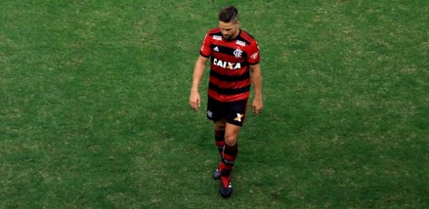 diego ribas expulso - Diego nega ter ofendido árbitro e questiona expulsão em clássico contra o Vasco