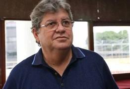 João Azevedo nega privatização na área da saúde e promete investimentos no sertão
