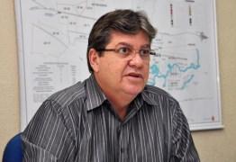 João Azevedo participa de Caravana do Trabalho em bairros de João Pessoa