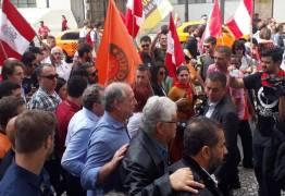 VEJA VÍDEO: Ciro xinga e dá leve empurrão em 'jornalista' num evento de campanha