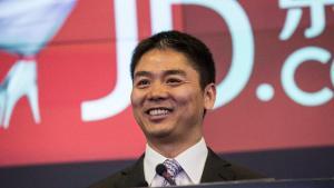 liu qiangdong ceo da jdcom 1535985378758 v2 900x506 1 300x169 - Multimilionário é detido acusado de assédio sexual