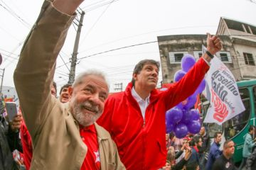 TSE reconhece direito de Haddad usar imagem de Lula