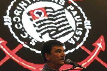 Corinthians volta a ter contas bloqueadas por dívida de marmitas