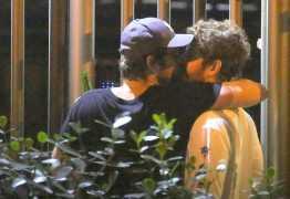 Maurício Destri e Gil Coelho são fotografados aos beijos no Rio
