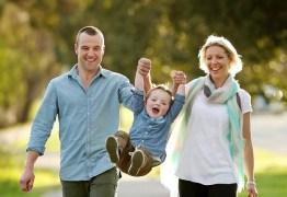 Pai salva a vida do filho após realização de transplante de fezes