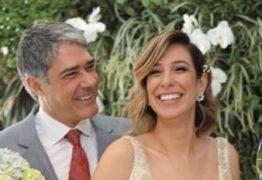 Dois dias após o casamento, William Bonner usa aliança no Jornal Nacional