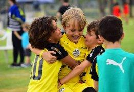 Filhos de Neymar e Kaká disputam torneio infantil no interior de São Paulo