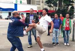 Eleitores de Bolsonaro e Haddad brigam em avenida movimentada