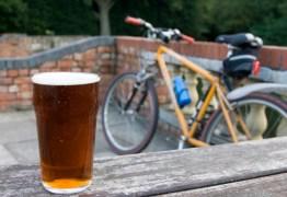 Conheça a cidade onde a cerveja é de graça para quem anda de bicicleta