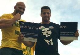 Candidatos do PSL arrancam placa em homenagem a Marielle no Centro do Rio – VEJA VÍDEO!
