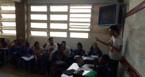 PROFESSOR ROMÁRIO OLIVEIRA FOTO ACERVO PESSOAL 300x159 - Dia do Professores: turmas superlotadas estão entre os desafios da profissão
