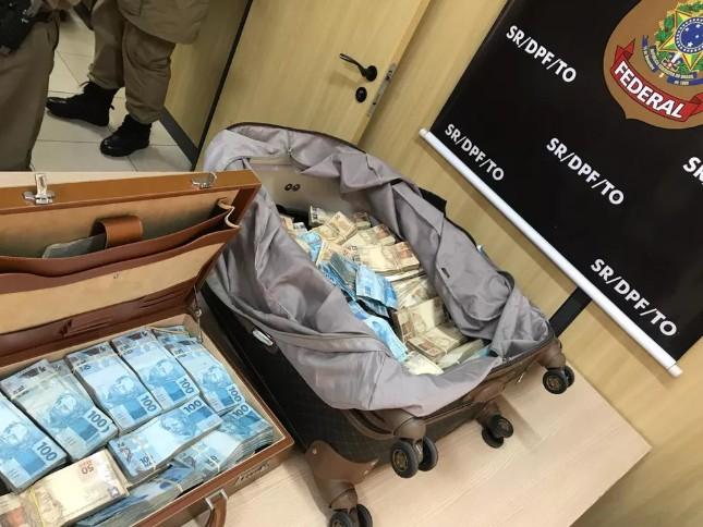 COMPRA DE VOTOS  Polícia encontra mais de R  1 milhão em malas dentro de  táxi 34bc1fa6d6