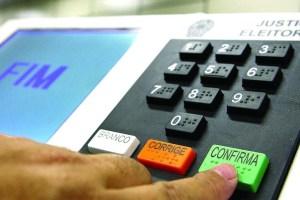 Urna 300x200 - Eleitor que não votou no primeiro turno deve ir às urnas no domingo