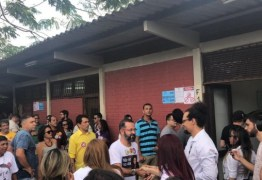 Tárcio Teixeira é o primeiro dos candidatos a votar na Paraíba