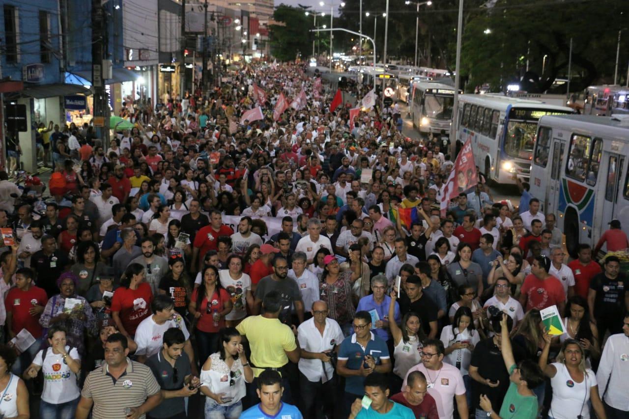 WhatsApp Image 2018 10 15 at 20.20.01 - Em caminhada, João e RC defendem democracia durante manifestação do livro