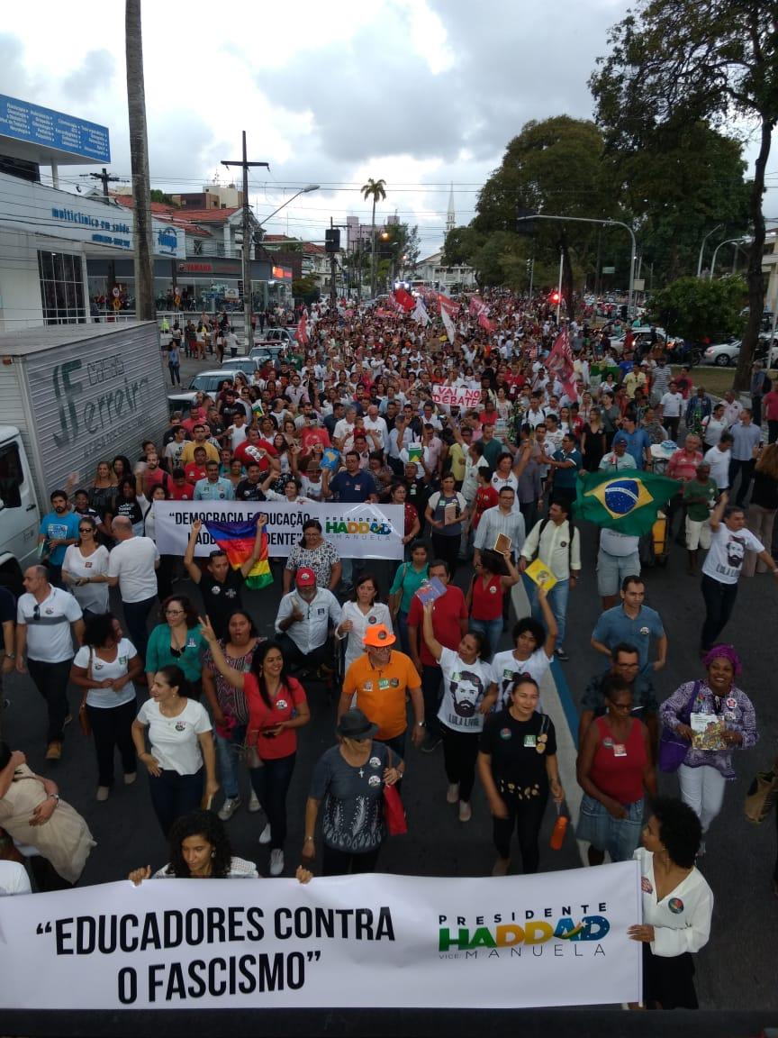 WhatsApp Image 2018 10 15 at 20.20.05 - Em caminhada, João e RC defendem democracia durante manifestação do livro