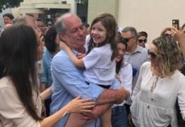 ELEIÇÕES 2018: Ciro Gomes vota em Fortaleza e fala em 'Brasil melhor' para a neta