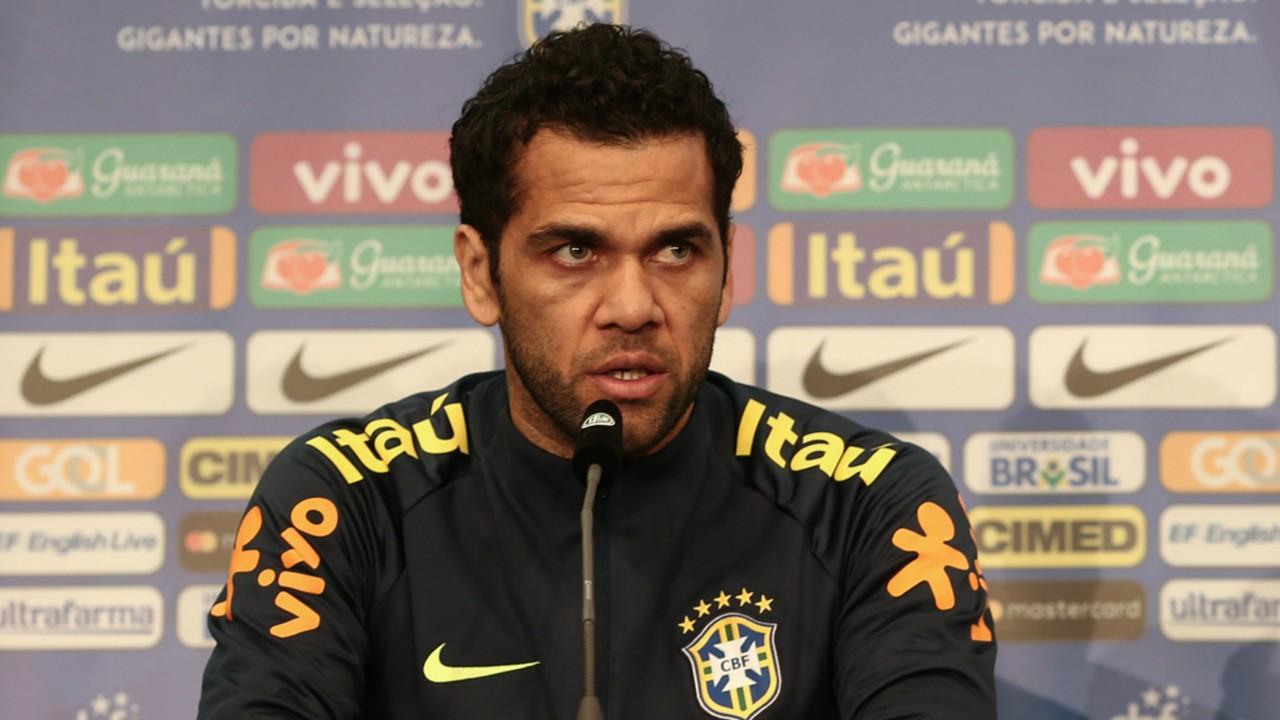 daniel alves i brasil alemanha i 26 03 18 oa8rdhzz47i41hf878hbi4ncb - Daniel Alves volta a treinar com PSG após 6 meses