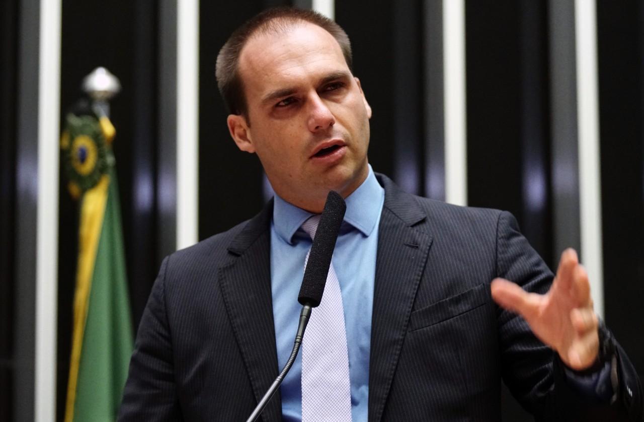 eduardo bolsonaro - 'FALTA DE COMPAIXÃO': Eduardo Bolsonaro rebate críticas por ser contra saída de Lula