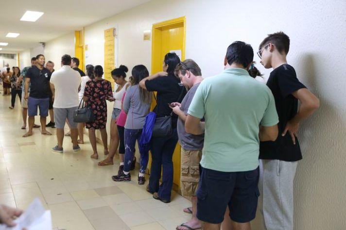 eleitores 300x200 - Candidatos têm 20 dias para campanha, de olho no segundo turno