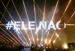 VEJA VÍDEO: Roger Waters exibe #EleNão no telão e é vaiado e aplaudido no seu show em São Paulo