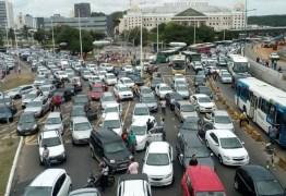 Proibição de venda de carros a gasolina a partir de 2030 avança no Senado