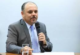 EM ENTREVISTA NA PARAÍBA: Deputado paulista defende 'Escola Sem Partido' contra 'doutrinação político-partidária e sexual'