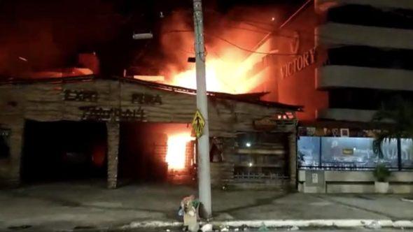 fogo em tambaú - VEJA VÍDEO: Incêndio destrói feira de artesanato no bairro de Tambaú