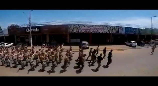 luziania bolsonaro - VEJA VÍDEO: Em treinamento de rua, policiais militares fazem campanha ilegal para Bolsonaro