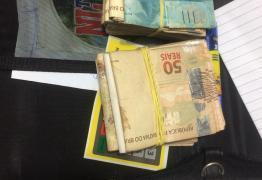 OPERAÇÃO VOTO SEGURO: Polícia Militar prende homem com R$ 11 mil em dinheiro e 'santinhos', em Patos