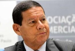Temor pelo futuro da democracia é 'choro de perdedores', diz Mourão