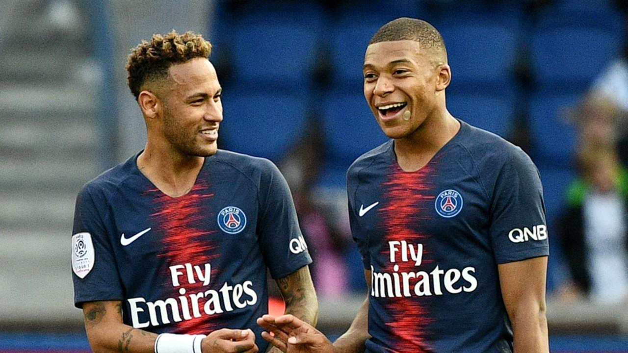 neymar kylian mbappe psg paris saint germain 2018 19 1qlh7oydtgbni1g6j0zncfqzfz - Mbappé supera Neymar e é eleito o jogador mais querido do PSG
