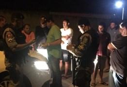 VEJA VÍDEO: Presidente da Câmara de Mamanguape dirige alcoolizado, bate em carros e é detido pela PM
