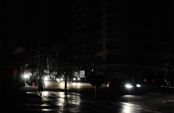 queda de energia afeta cidades em 14 estados do norte e do nordeste - APAGÃO: Mais de 5 mil unidades ficam sem energia na Zona Sul de João Pessoa