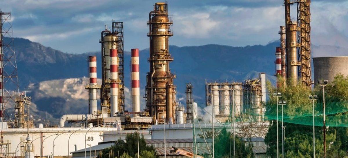refinery 3400043 1920 min 1200x545 c - Petrobras anuncia 3ª redução consecutiva no preço da gasolina
