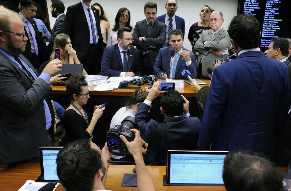 sem partido 4 - Comissão adia análise do projeto 'Escola sem Partido' após bate-boca
