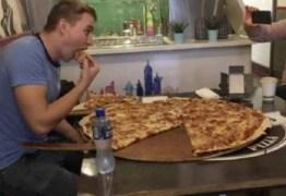 Restaurante paga R$ 2 mil para quem comer pizza gigante