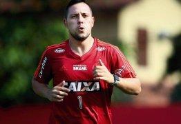 Goleiro Diego Alves sofre entorse no joelho direito e vai desfalcar o Flamengo