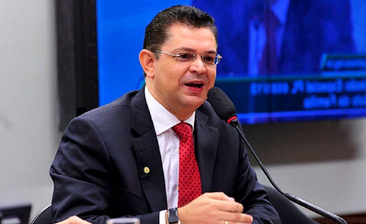 1 bCFTTyuf3bK7lZQXYVky3g - Líder da bancada evangélica cobra Bolsonaro por nomeação de novo Ministro: 'Ele tem que se explicar'